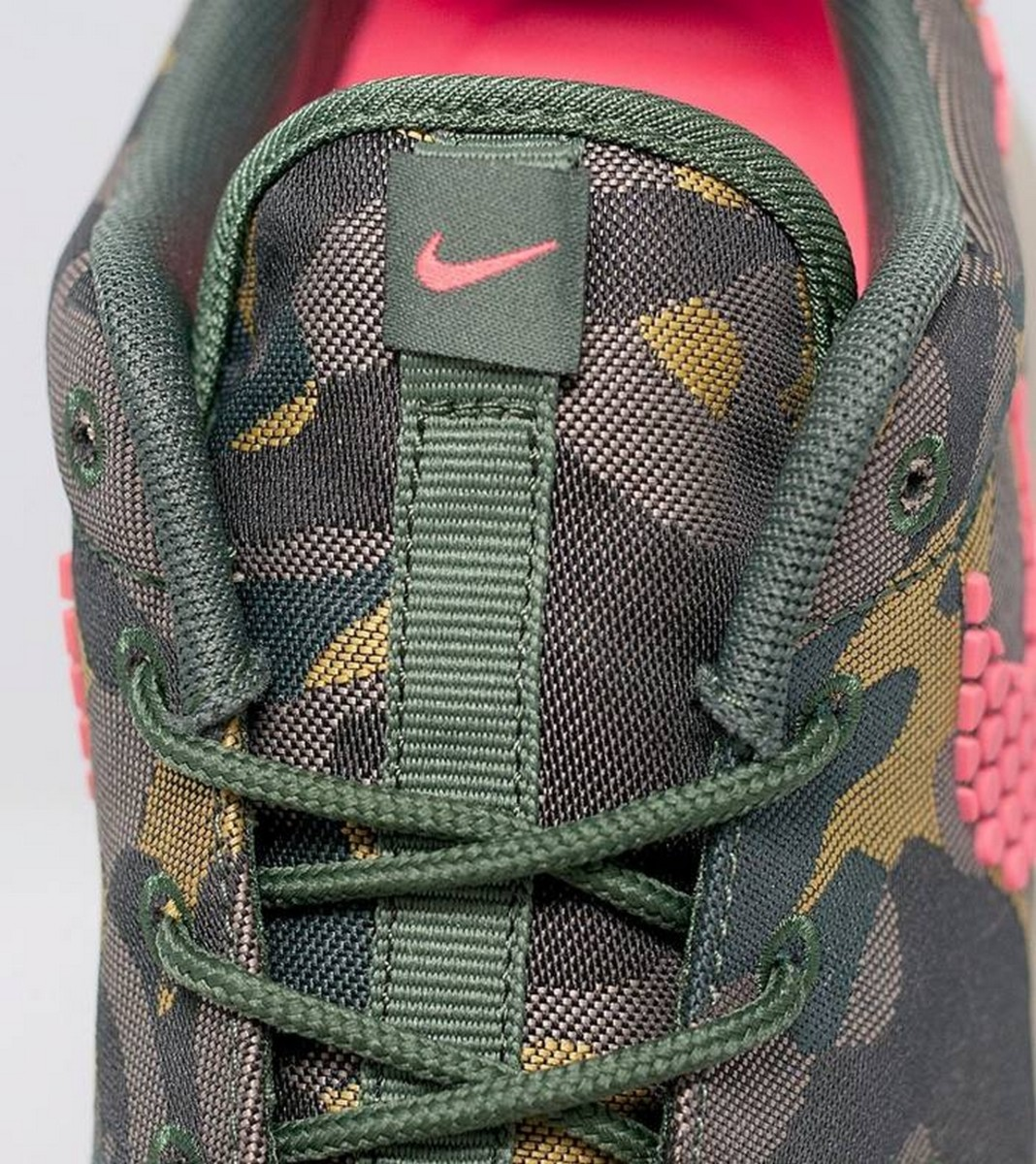 the-nike-womens-roshe-one-prm-jacquard-in-desert-camo-4