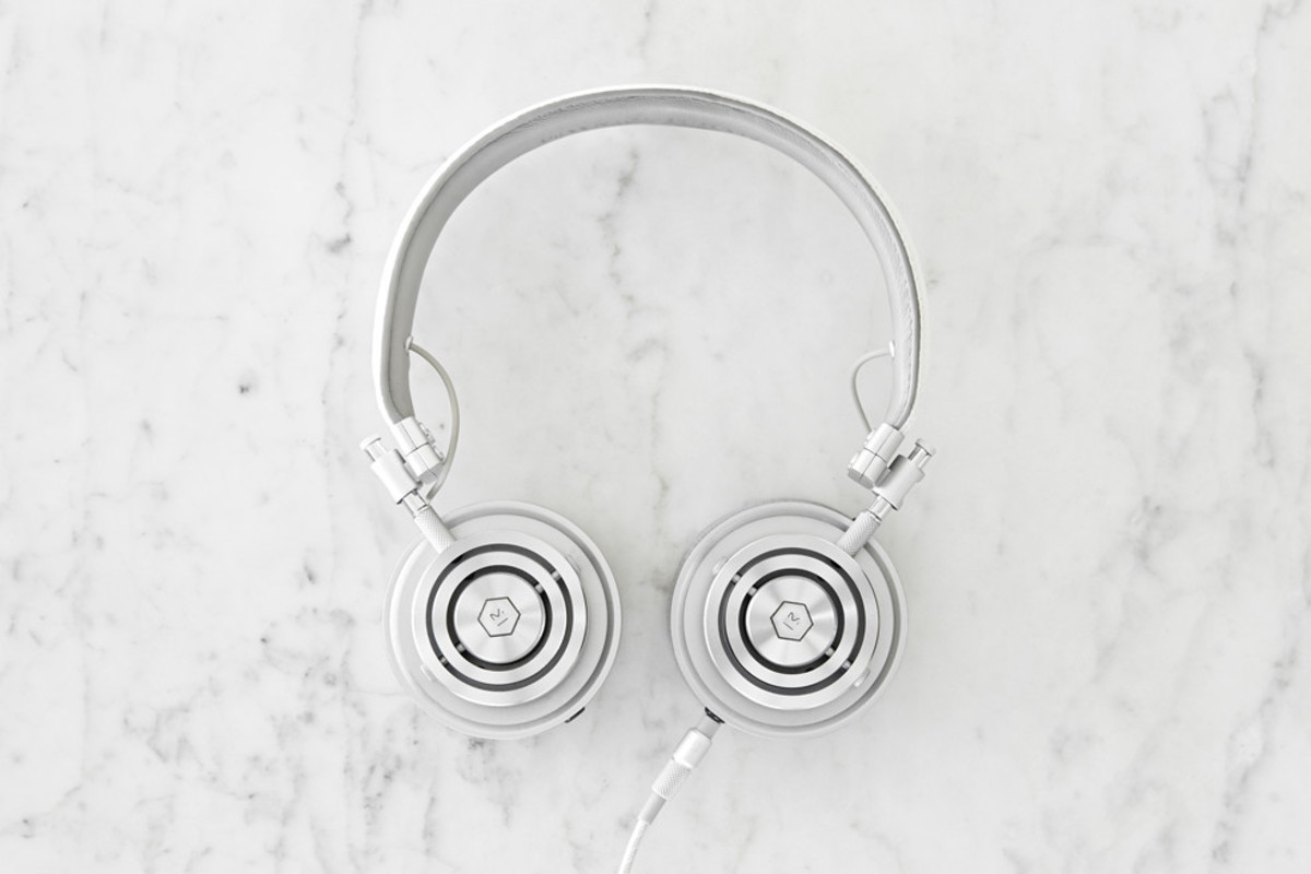 master-and-dynamic-launches-white-leather-and-alcantara-headphones-00