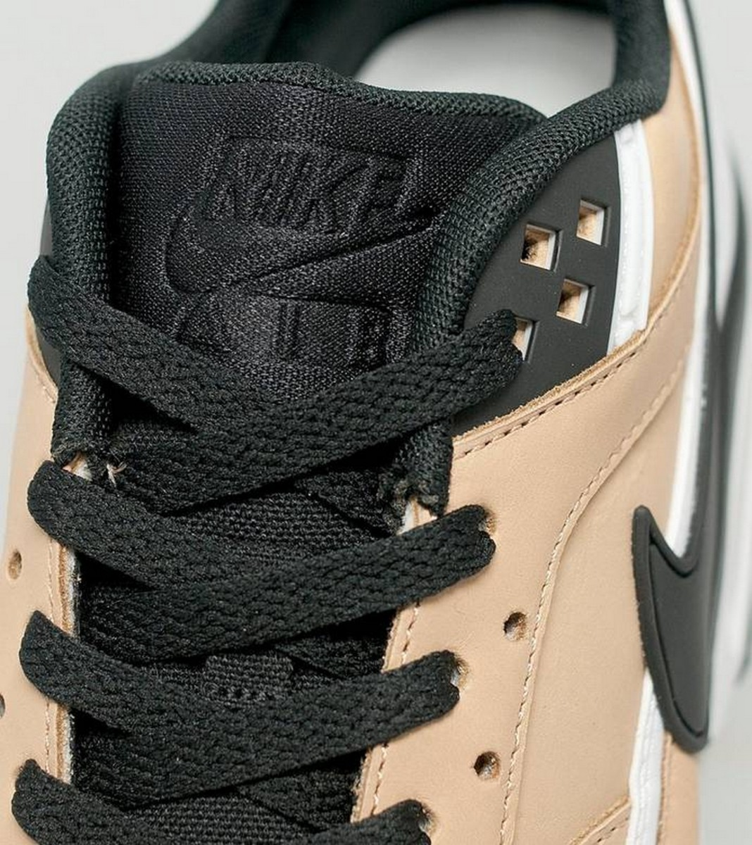 the-nike-air-max-bw-vachetta-delivers-buttery-tan-leather-4