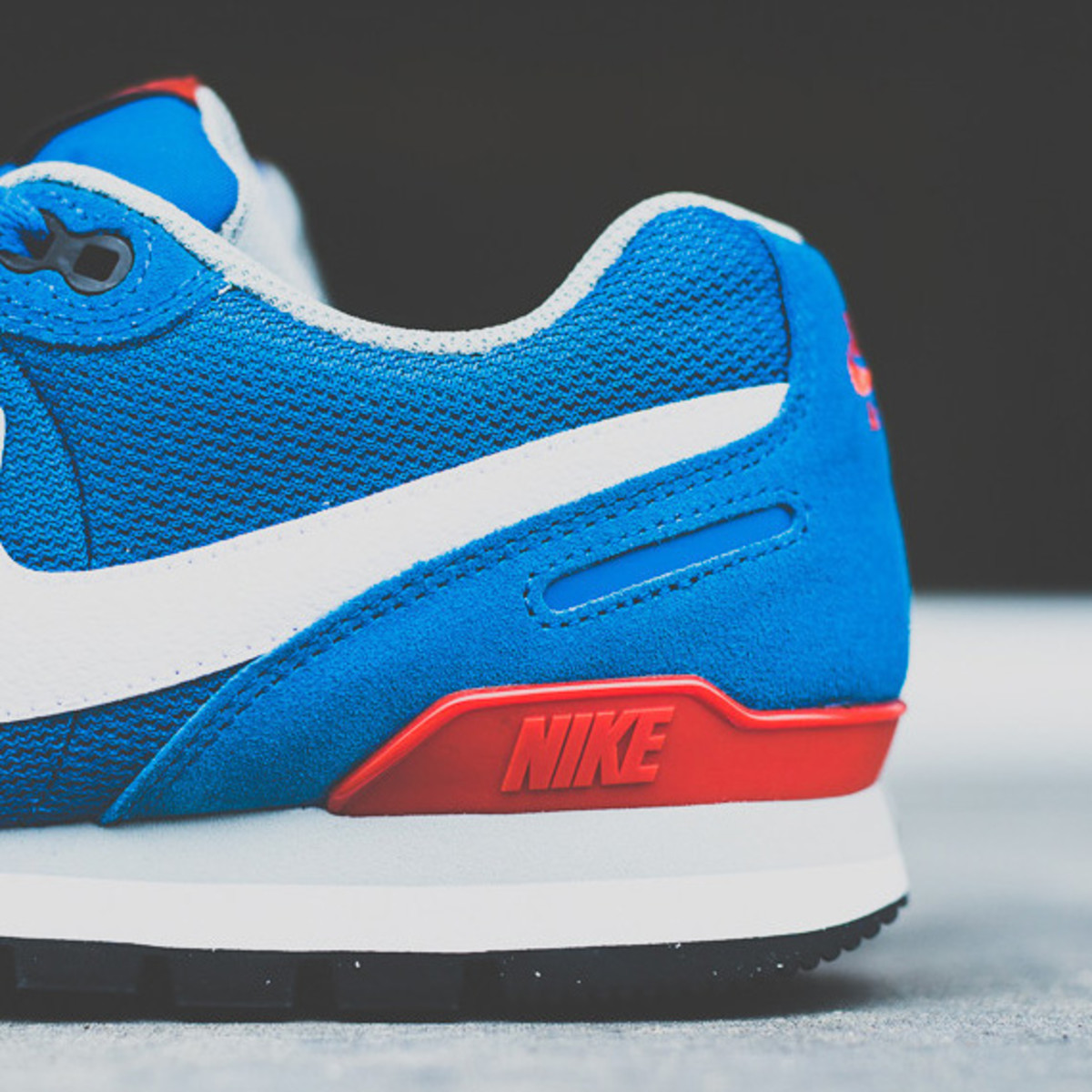 nike-air-waffle-trainer-military-blue-03a