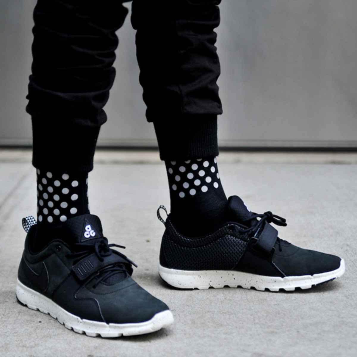 ice-cold-dotted-half-calf-3m-reflective-socks-kith-02