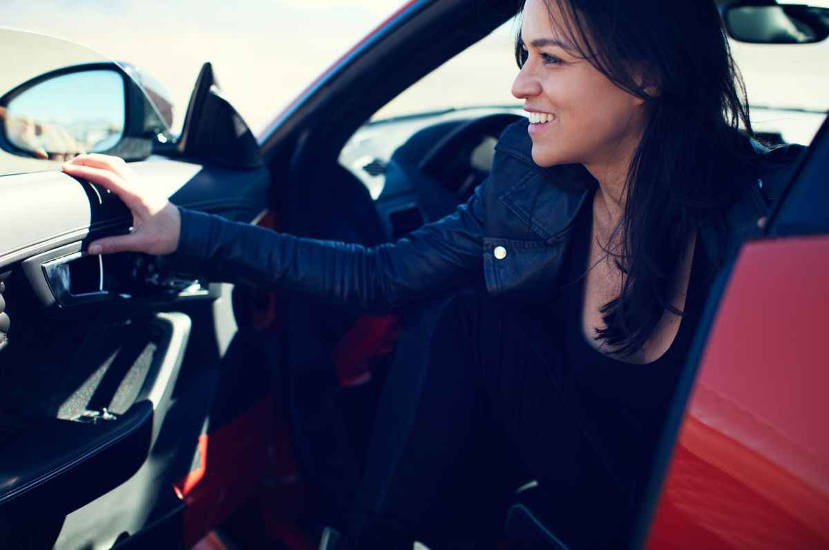 michelle-rodriguez-tests-jaguar-f-type-svr-2.jpg