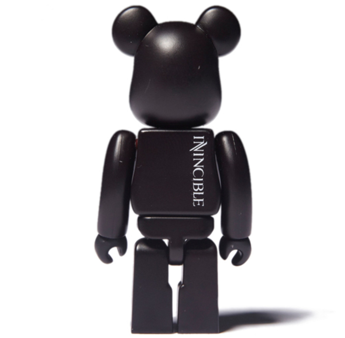 medicom-bearbrick-invincible-black-04