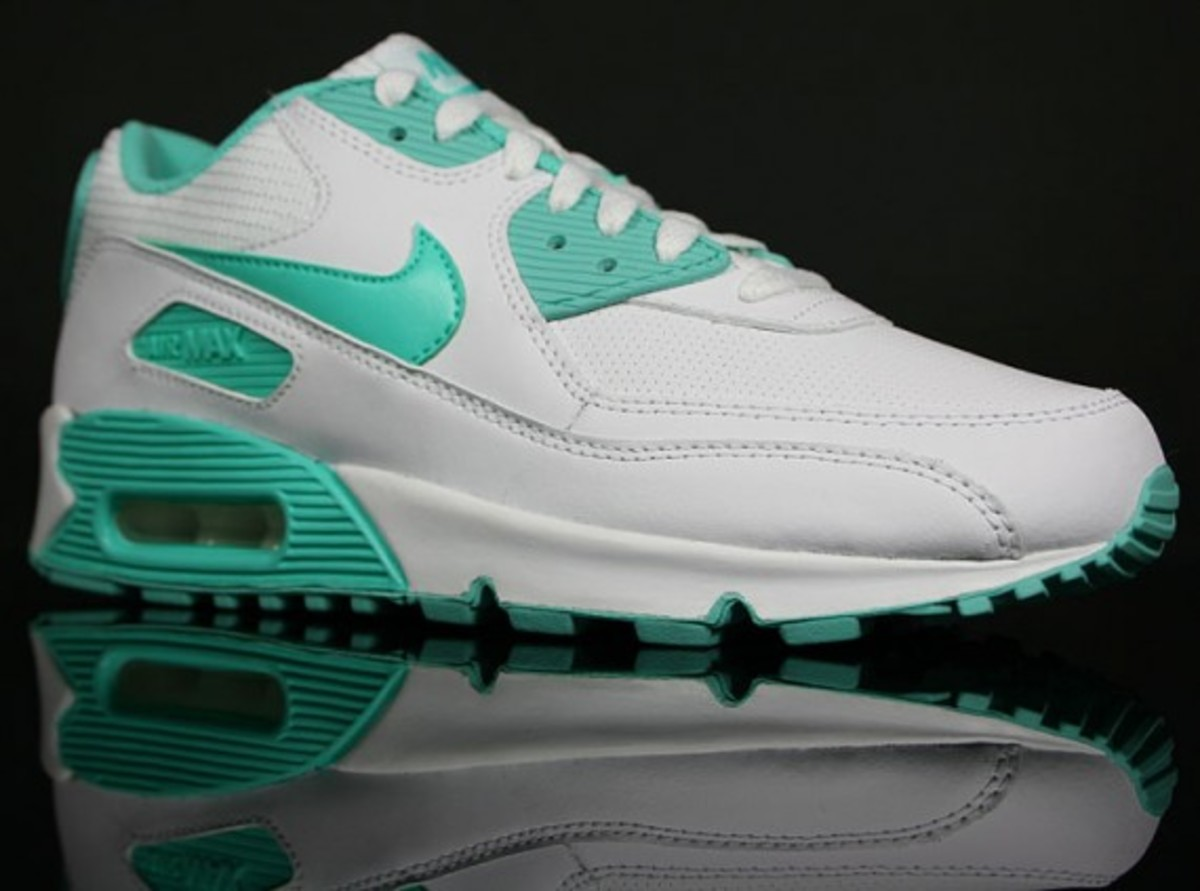 nike air max mint and white