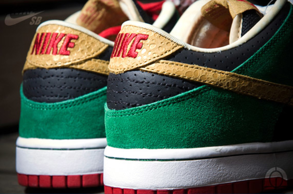 nike-sb-dunk-low-marvin-the-martian-2