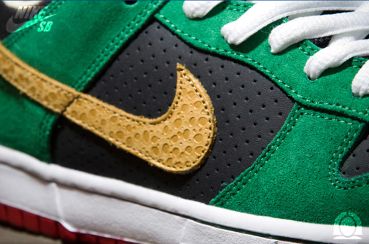 nike-sb-dunk-low-marvin-the-martian-3