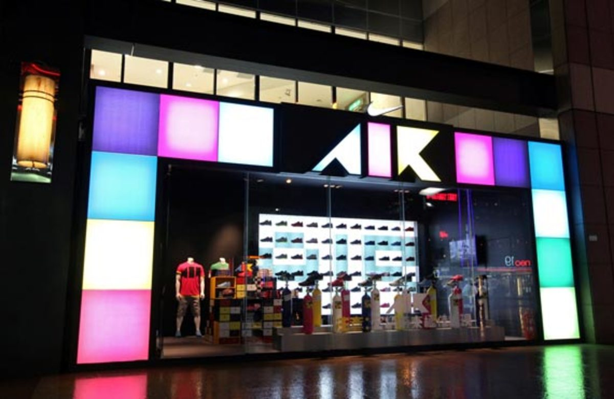 nike-air-attack-pack-display-taipei-01