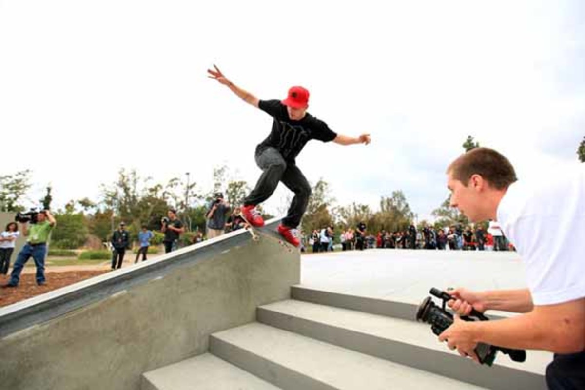 rob dyrdek unveils 7 eleven urban skate store opens. Black Bedroom Furniture Sets. Home Design Ideas
