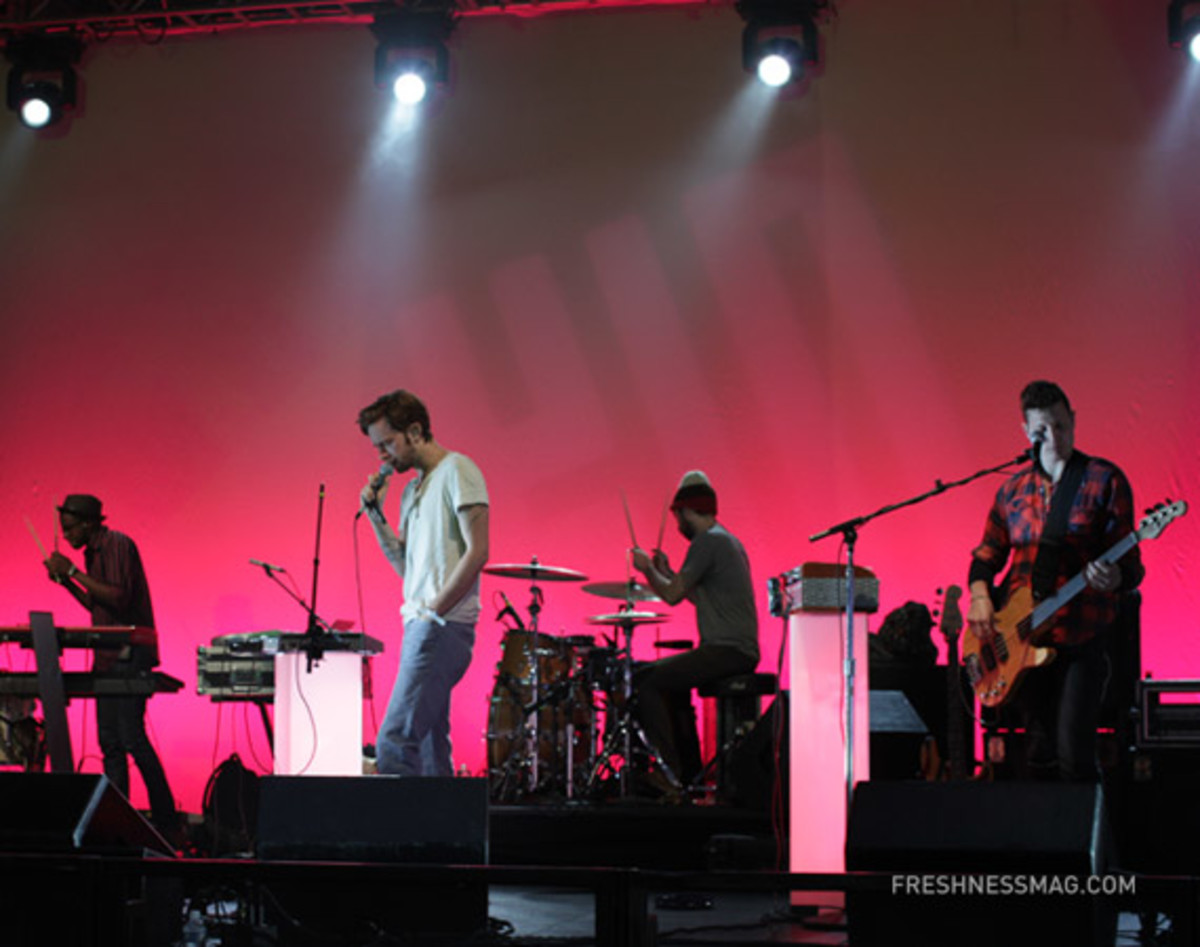 msft-kin-yeasayer-soundcheck-01