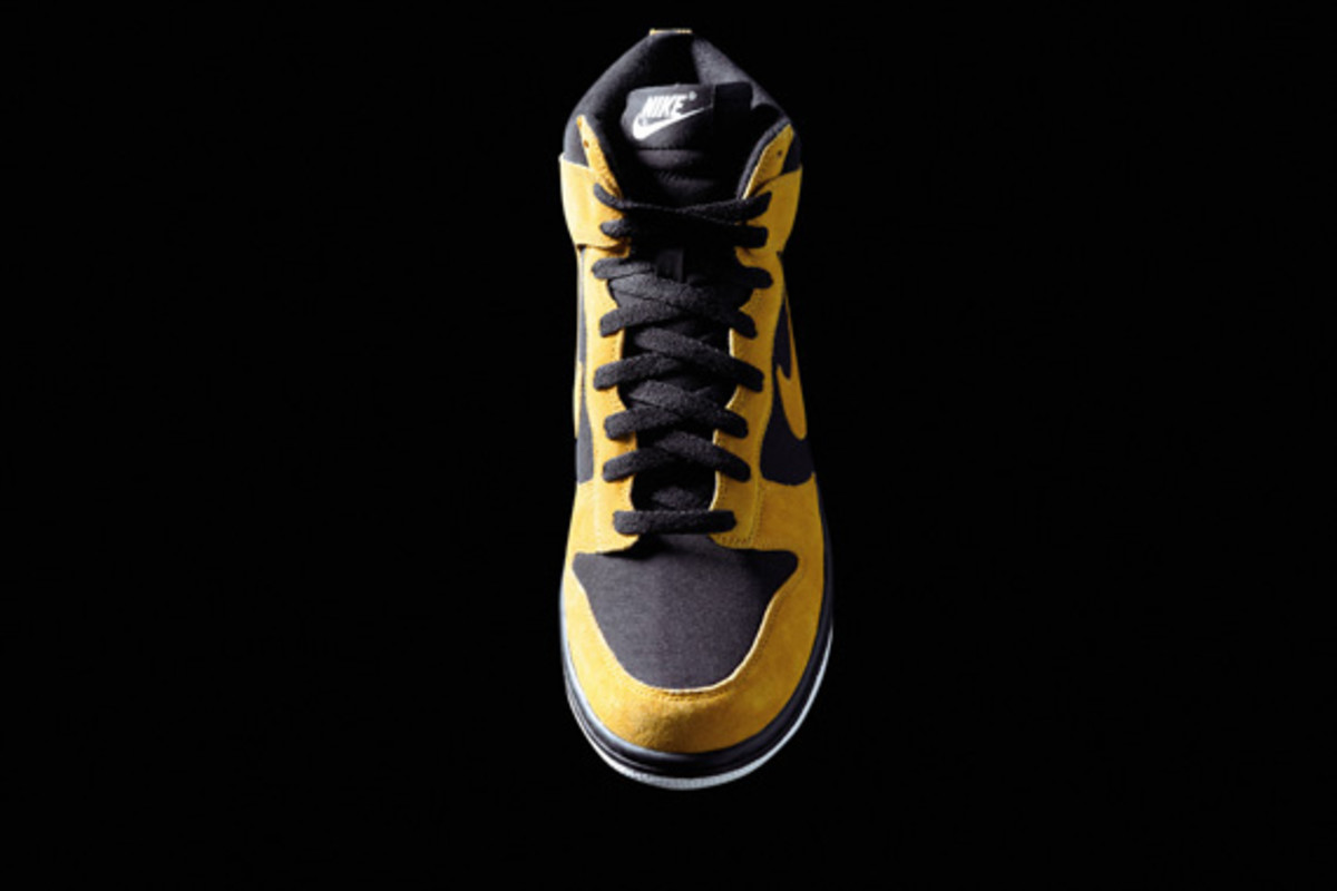 nike-sportswear-holiday-2010-dunk-high-01