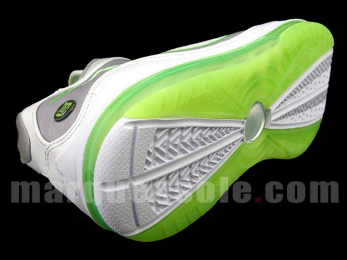low priced 0bfb7 13596 Nike Air Max LeBron VII (7) Low - White Mean Green
