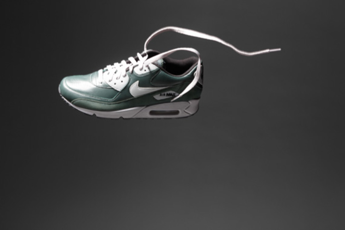 nike-sportswear-holiday-2010-air-max-90-01