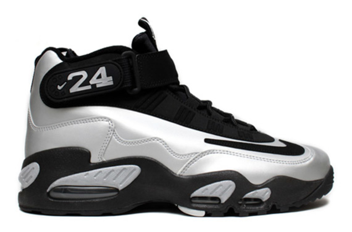 nike-air-griffey-max-1-metallic-platinum-black-2