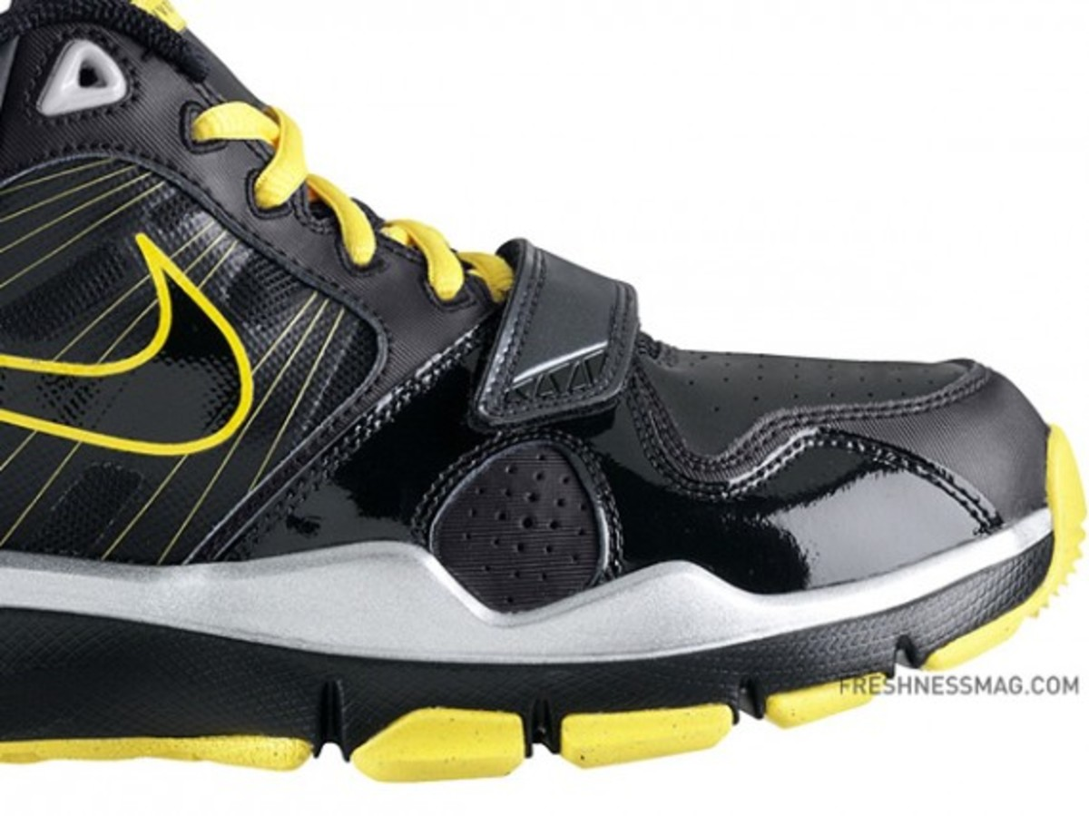 nike-livestrong-trainer1.2-414860-018-02