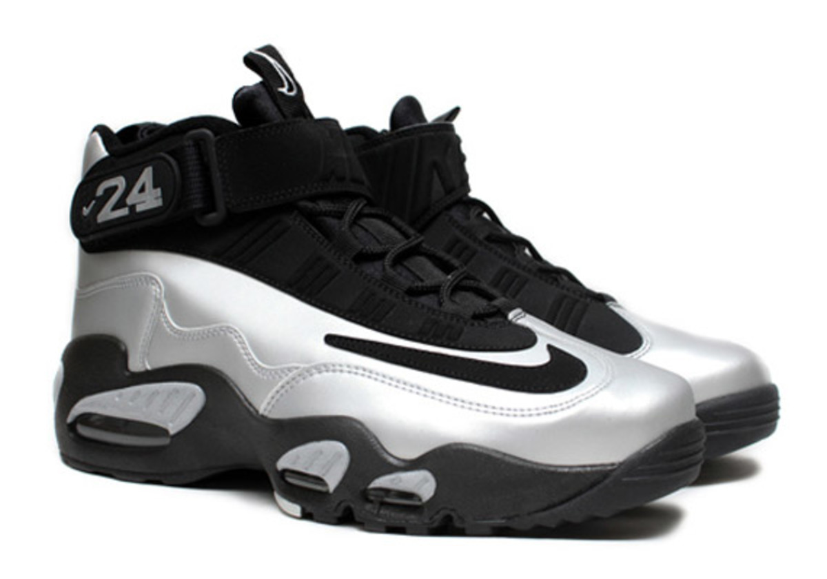 nike-air-griffey-max-1-metallic-platinum-black-1