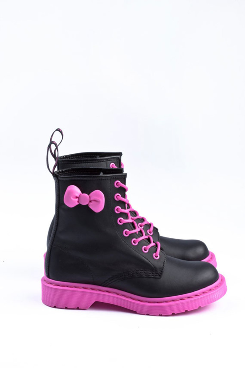 sanrio-dr-martens-hello-kitty-02