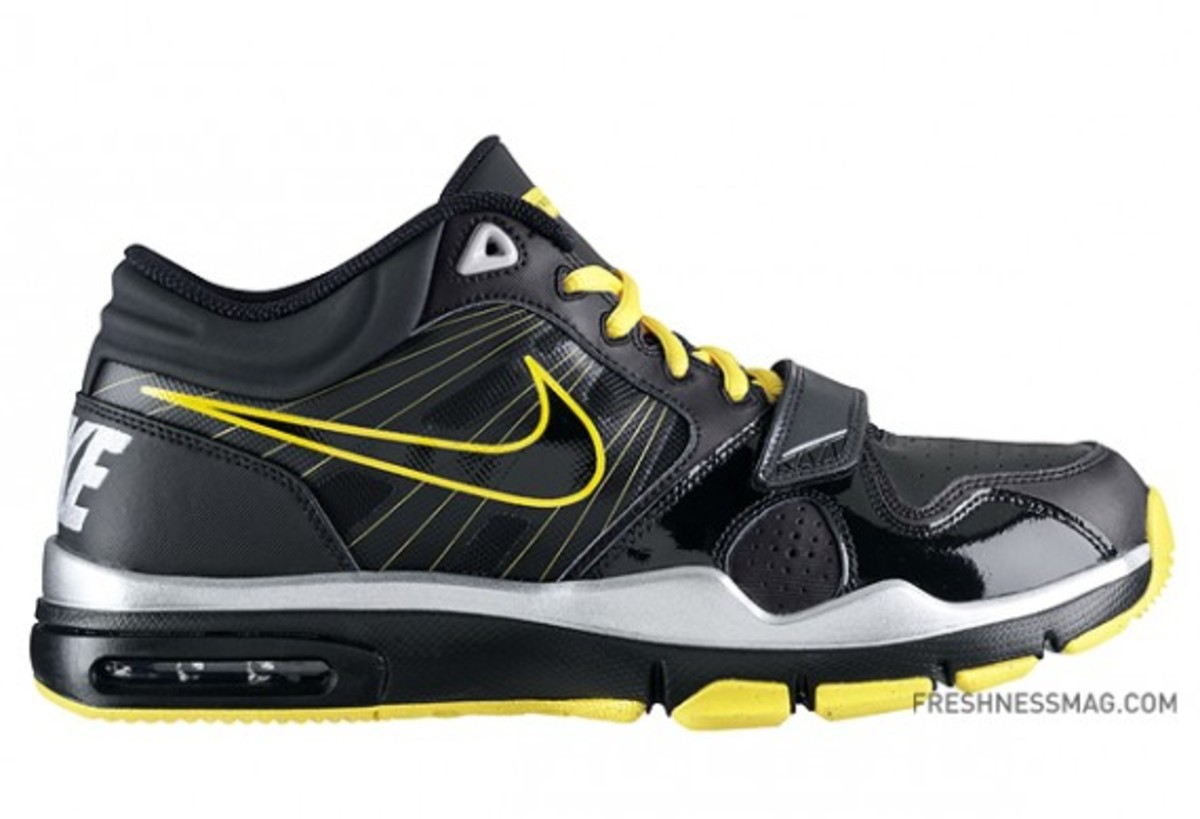 nike-livestrong-trainer1.2-414860-018-01