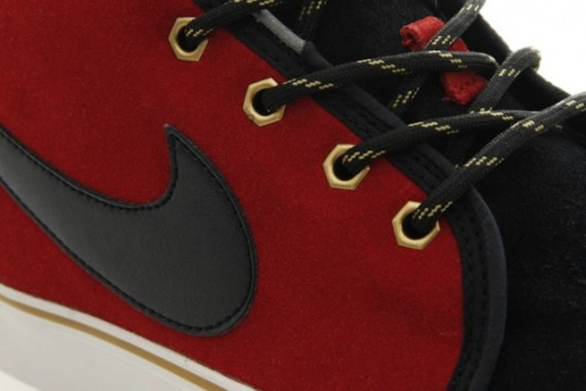 nike-toki-black-varsity-red-gold-5