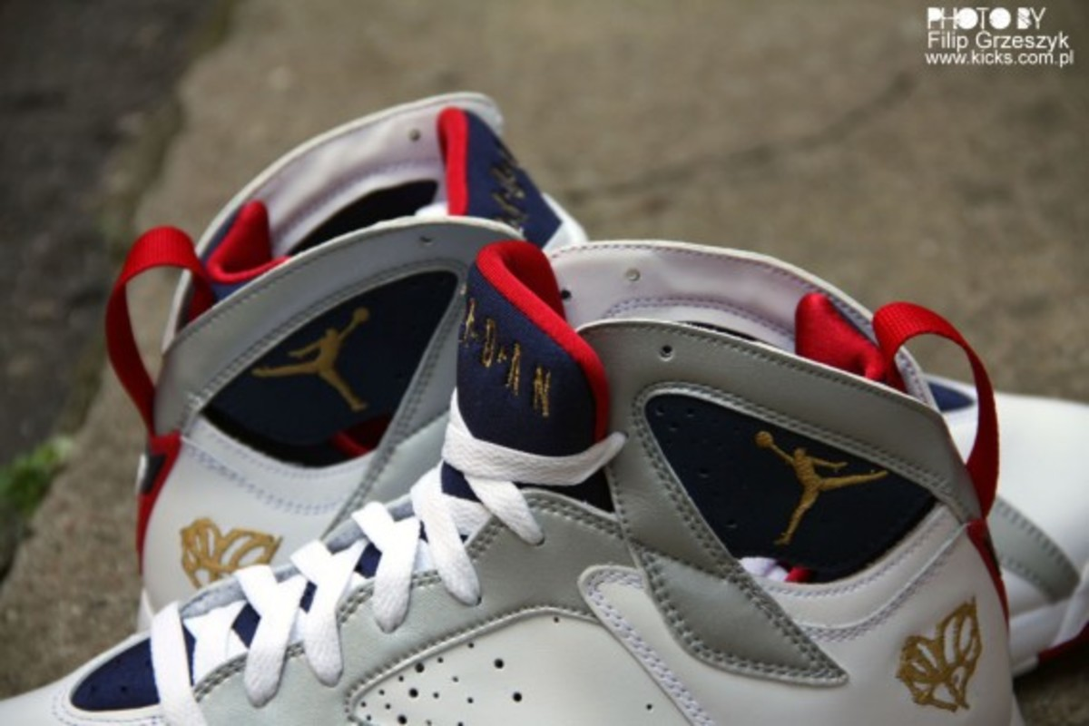 nike-air-jordan-vii-7-retro-olympic-05