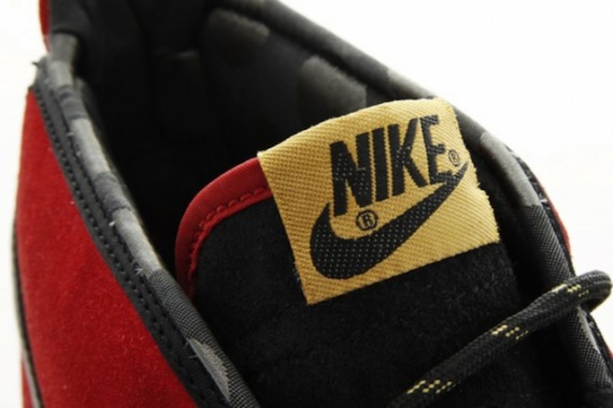 nike-toki-black-varsity-red-gold-7