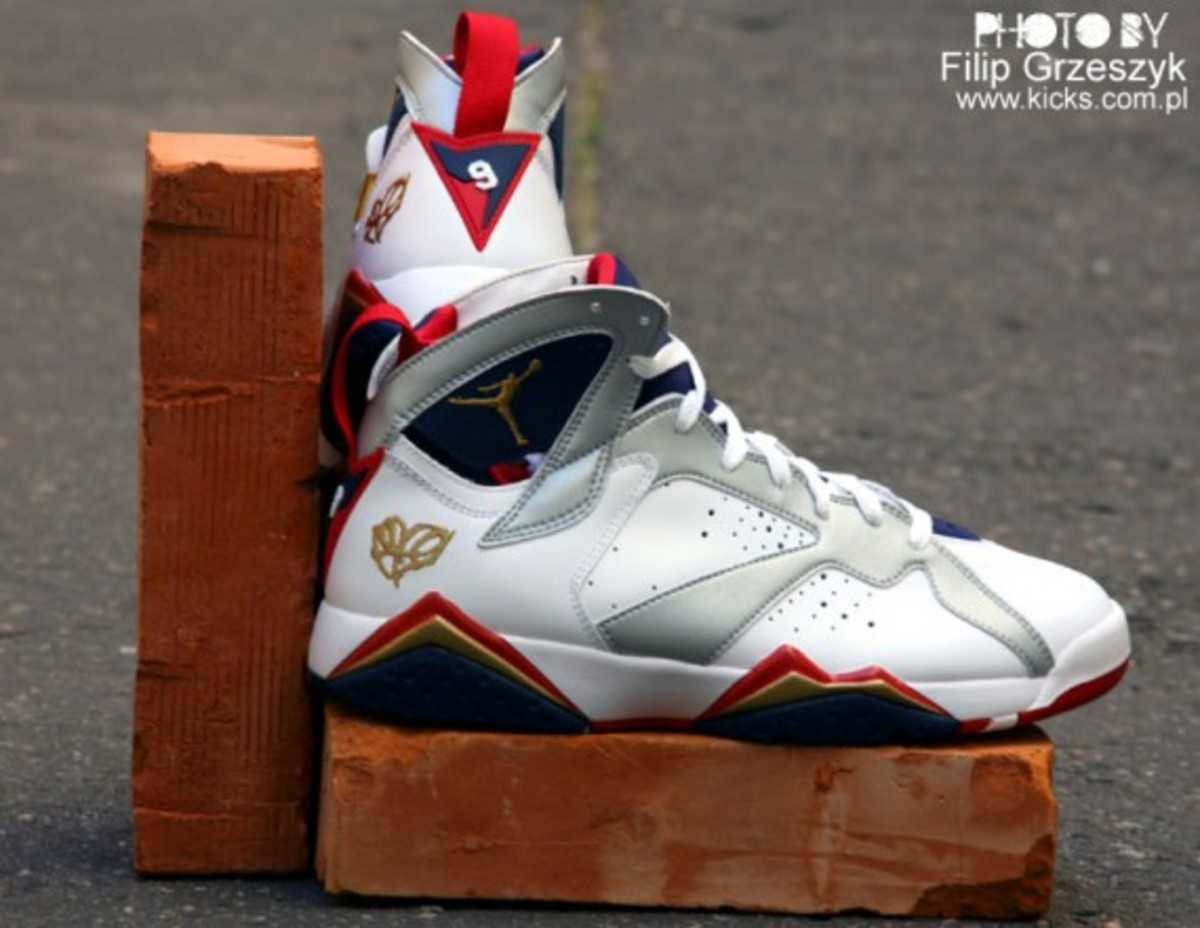 nike-air-jordan-vii-7-retro-olympic-03