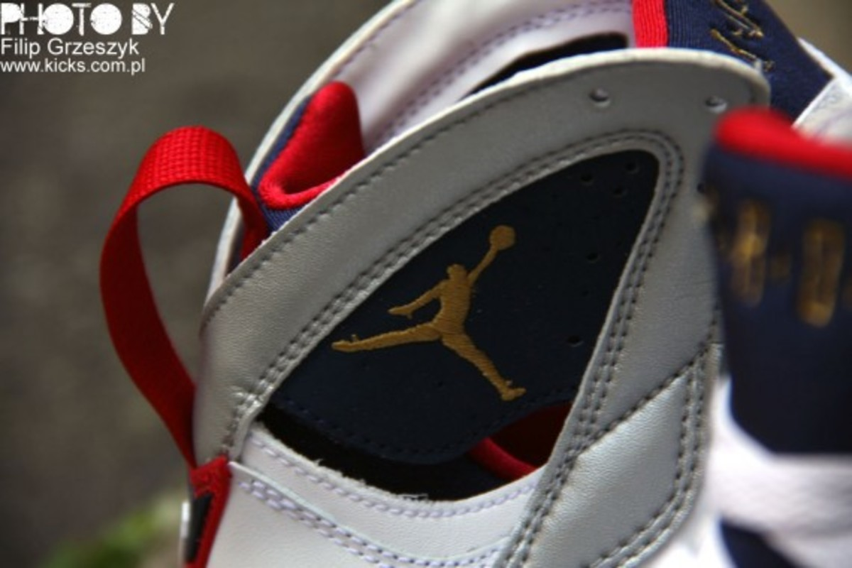 nike-air-jordan-vii-7-retro-olympic-01
