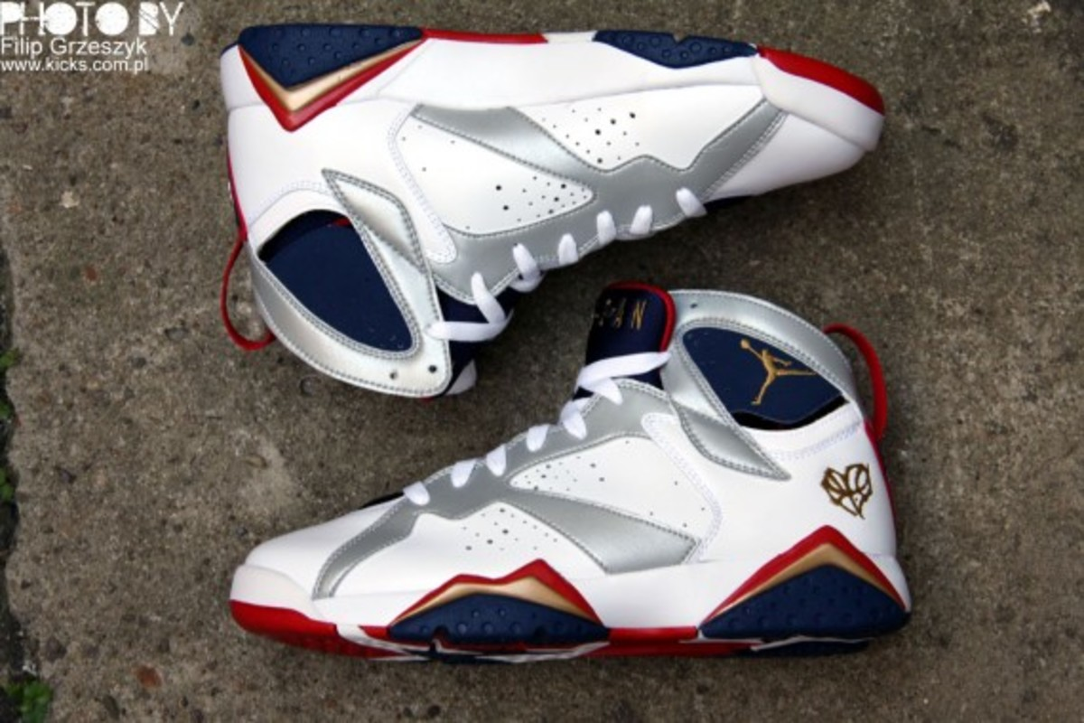 nike-air-jordan-vii-7-retro-olympic-07