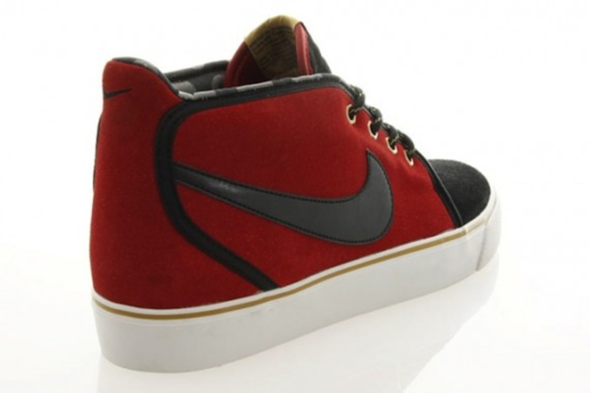 nike-toki-black-varsity-red-gold-3