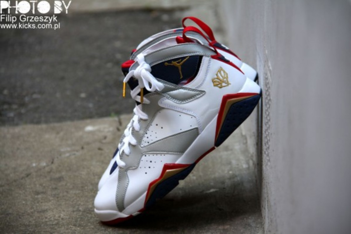 nike-air-jordan-vii-7-retro-olympic-02