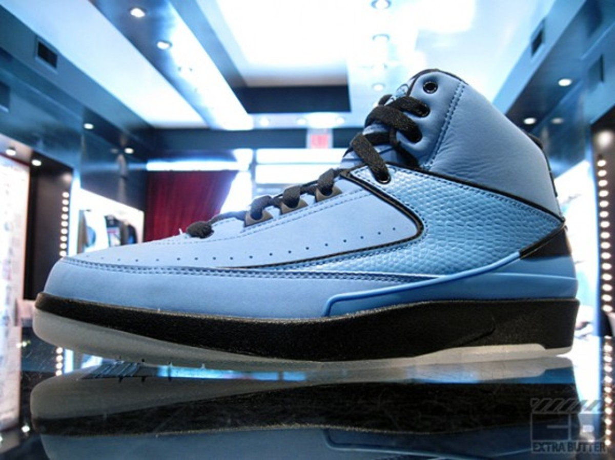 air-jordan-II-retro-university-blue-1