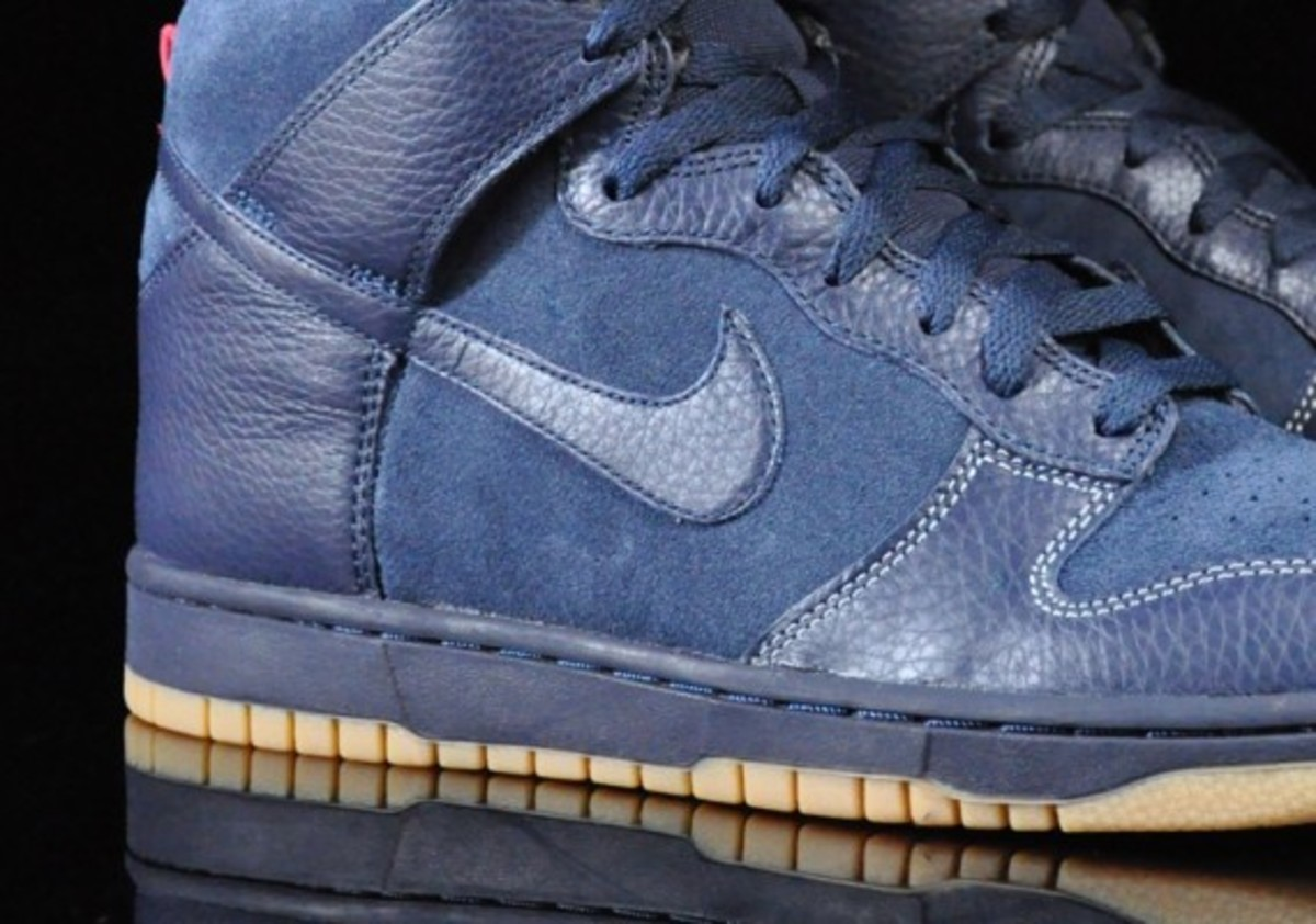 Nike-Dunk-High-Obsidian-Black-Gum-Medium-Brown-04