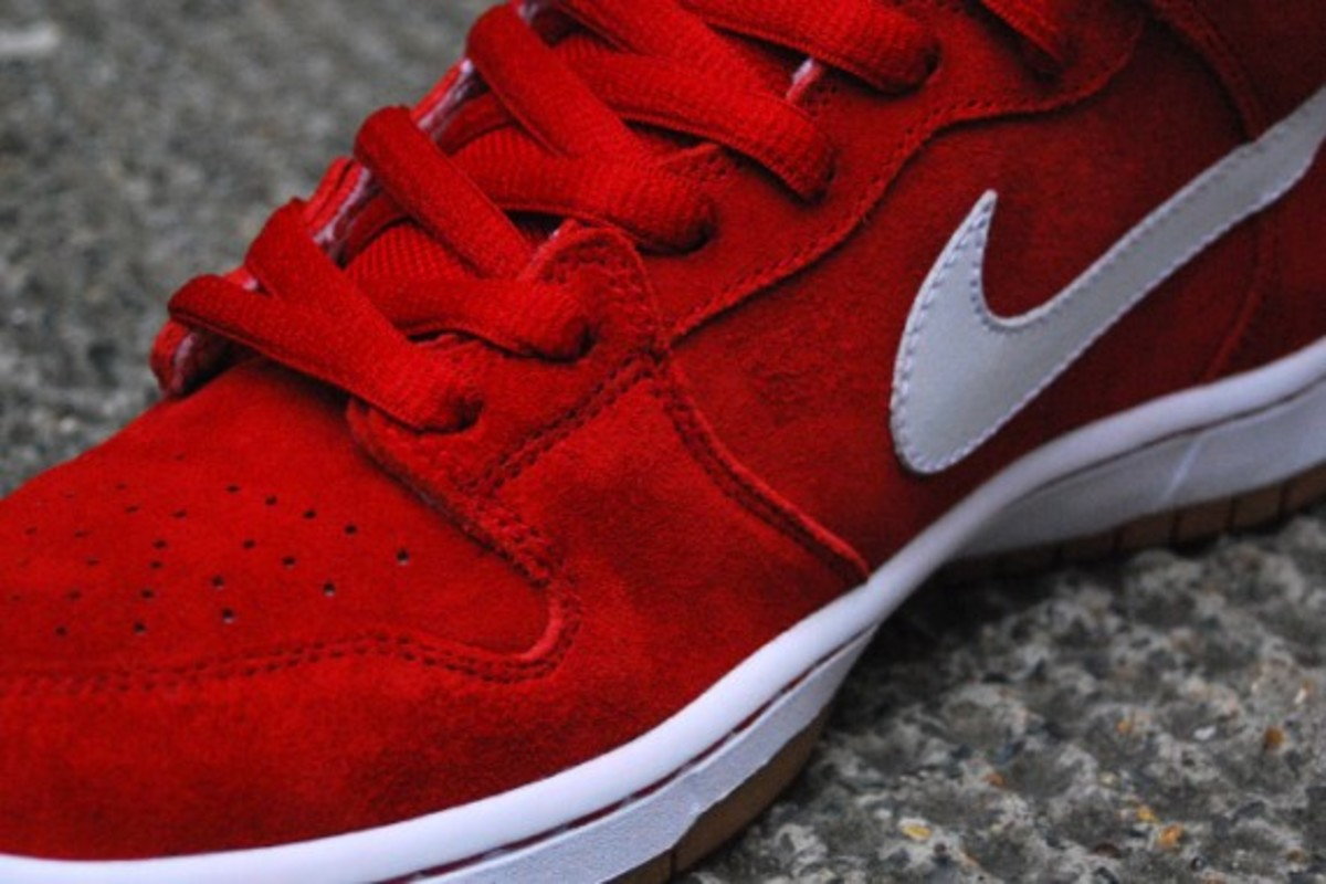 Dunk SB Mid - Red - White - Gum 4