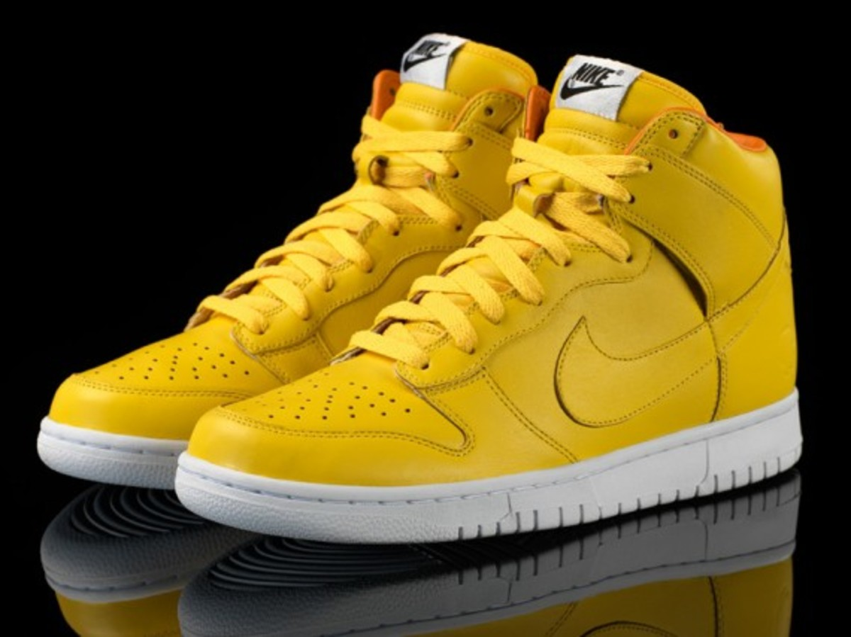 Nike-quest_love_dunks_yellow_pair