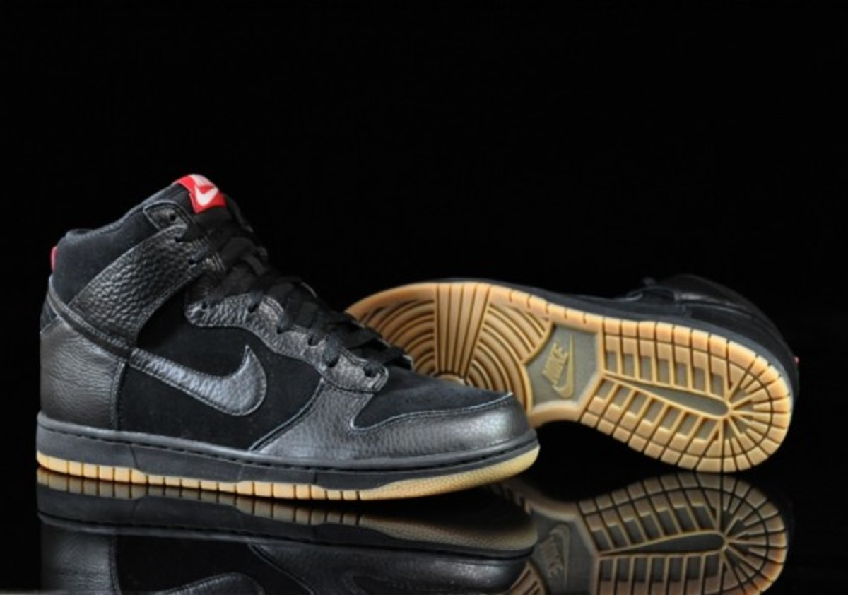 Nike-Dunk-High-Black-Black-Gum-Medium-Brown-02