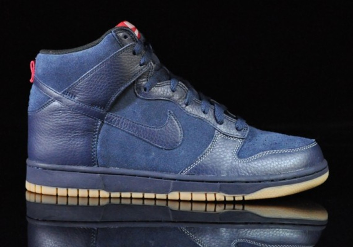 Nike-Dunk-High-Obsidian-Black-Gum-Medium-Brown-01