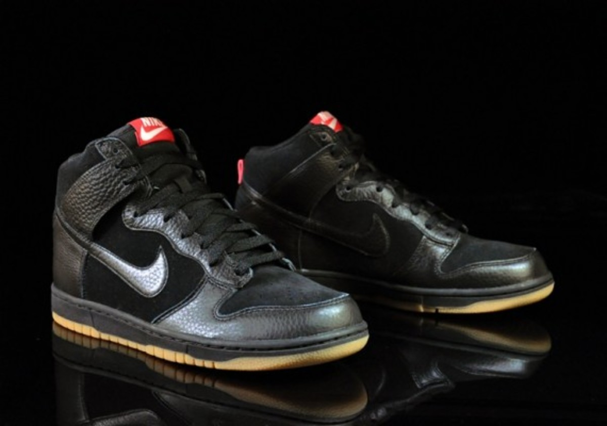 Nike-Dunk-High-Black-Black-Gum-Medium-Brown-05
