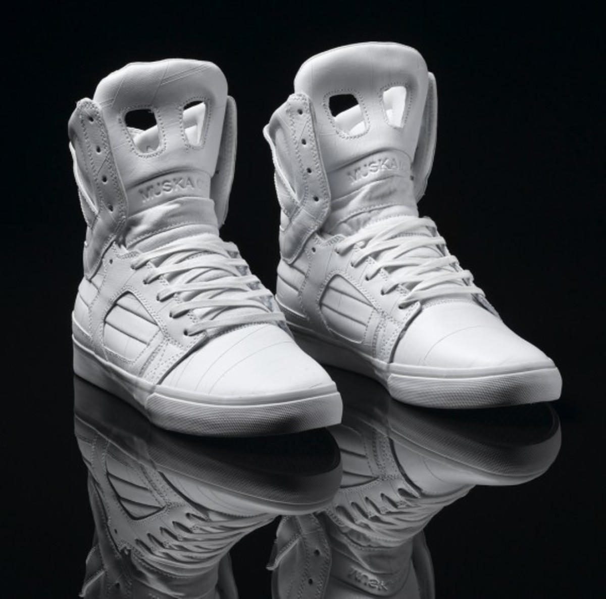 supra-holiday-2010-skytop-ii-white-tuf-01