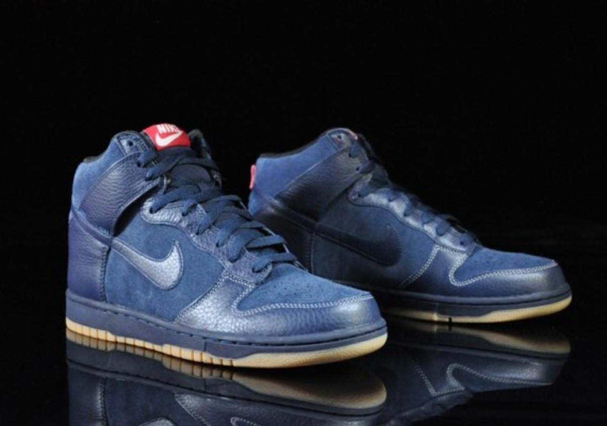 Nike-Dunk-High-Obsidian-Black-Gum-Medium-Brown-06