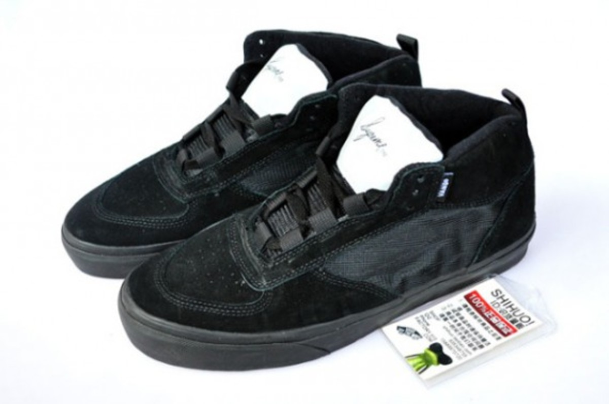 supreme-vans-mike-carrol-black-gum-02
