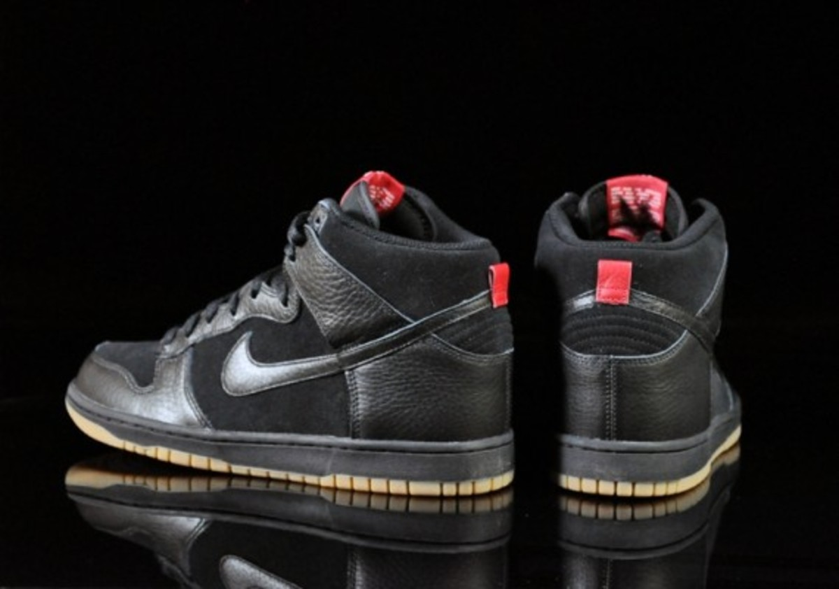 Nike-Dunk-High-Black-Black-Gum-Medium-Brown-04
