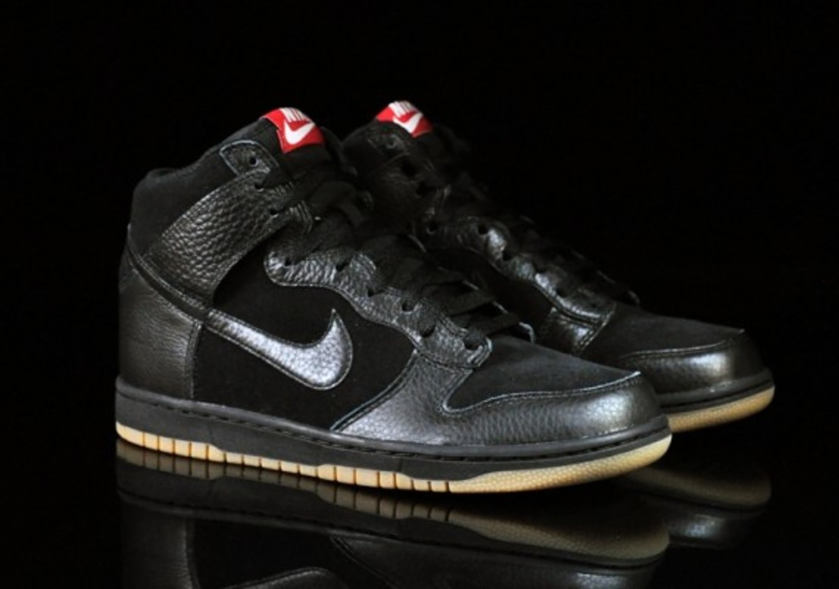 Nike-Dunk-High-Black-Black-Gum-Medium-Brown-06