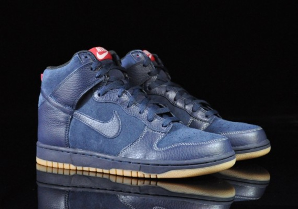 Nike-Dunk-High-Obsidian-Black-Gum-Medium-Brown-07
