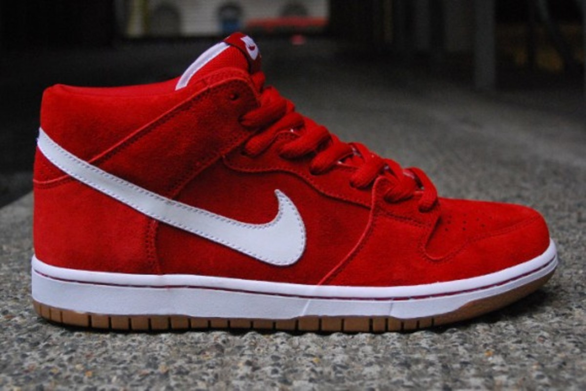 Nike Dunk Mid Rouge / Blanc / Gomme ECXEHOPD5e