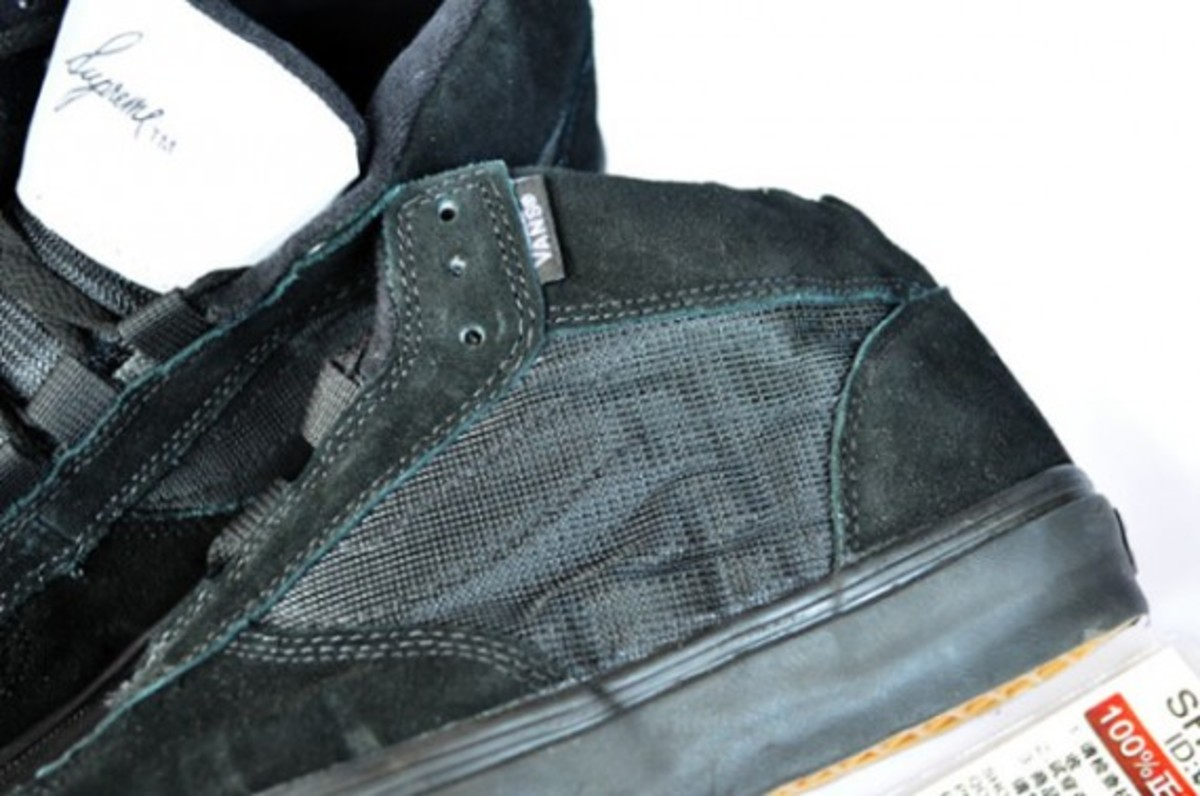 supreme-vans-mike-carrol-black-gum-04