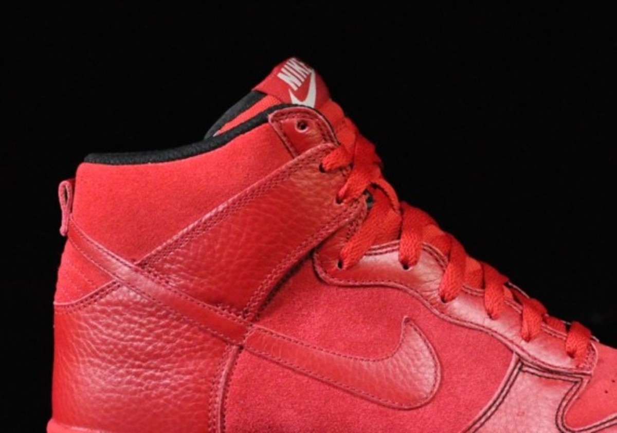 Nike-Dunk-Varsity-Red-Black-Gum-Medium-Brown-02
