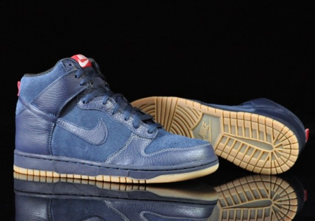 Nike-Dunk-High-Obsidian-Black-Gum-Medium-Brown-02