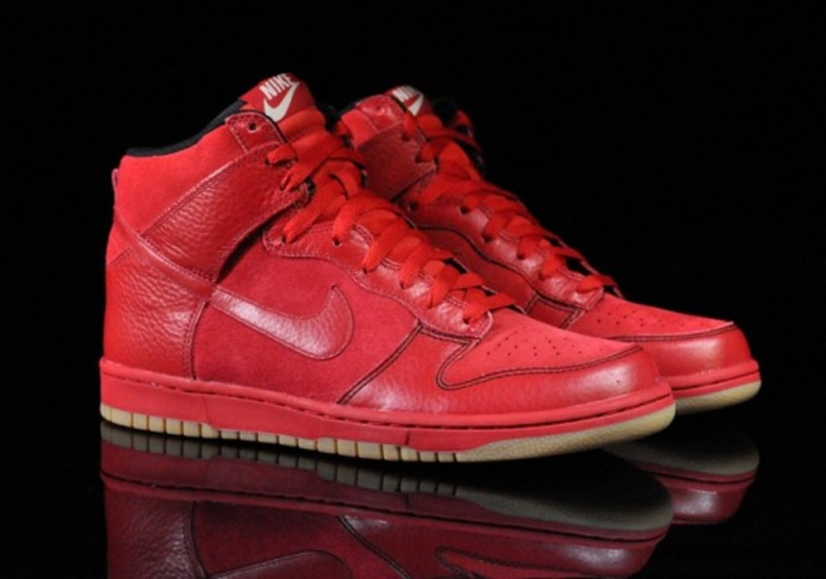 Nike-Dunk-Varsity-Red-Black-Gum-Medium-Brown-06