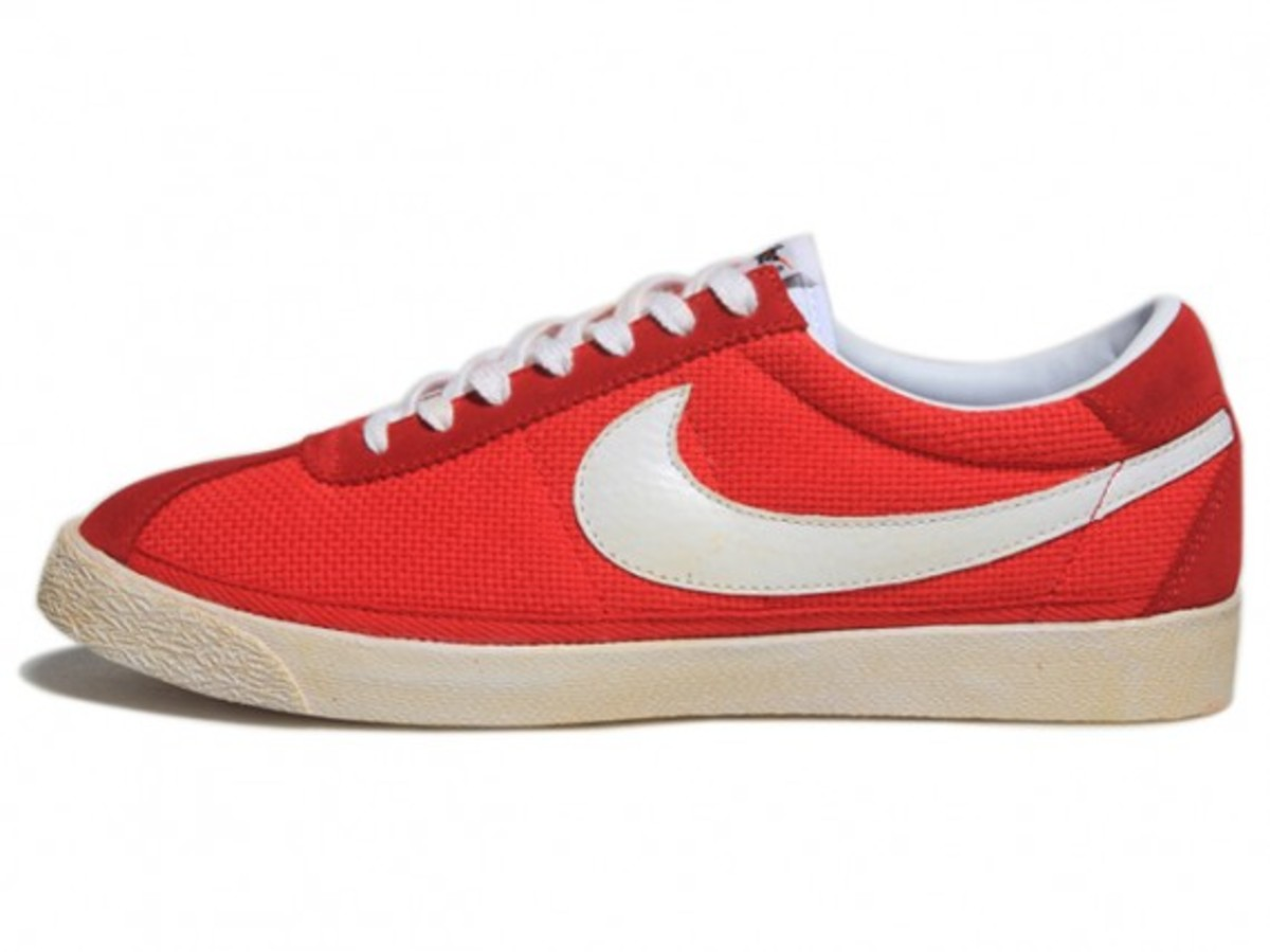 Nike Sportswear - NSW Vintage Collection - Star Classic (Red)