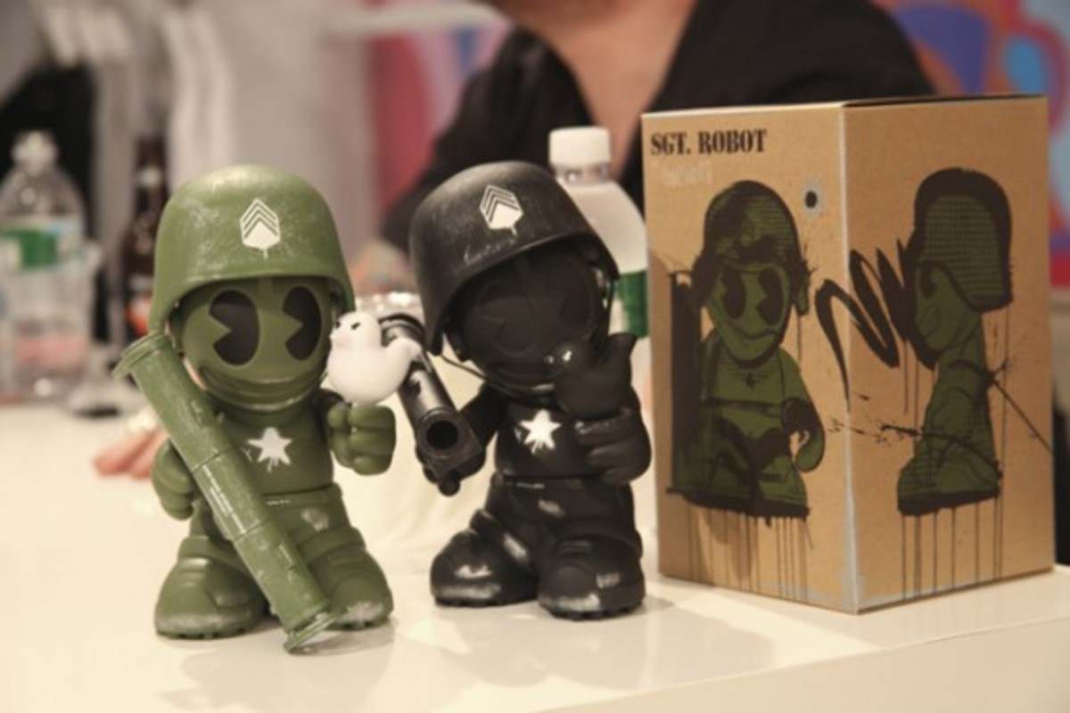 Dave White -  Sgt. Robot Signing Event @ Kidrobot NY - 21