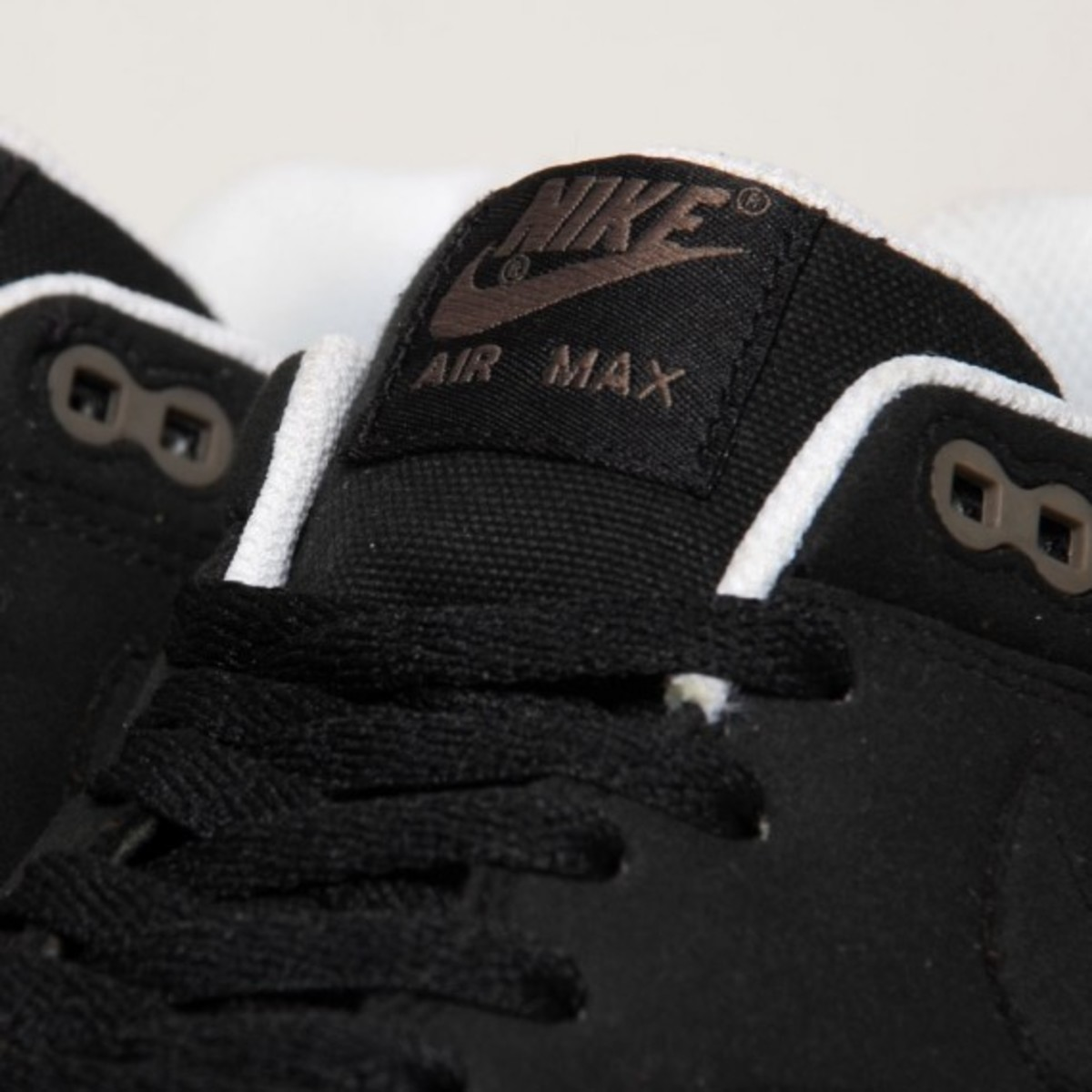 air-max-1-black-smoke-02